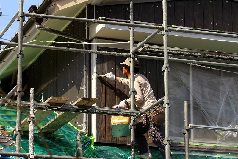 外壁工事の外壁塗装と金属サイディング
