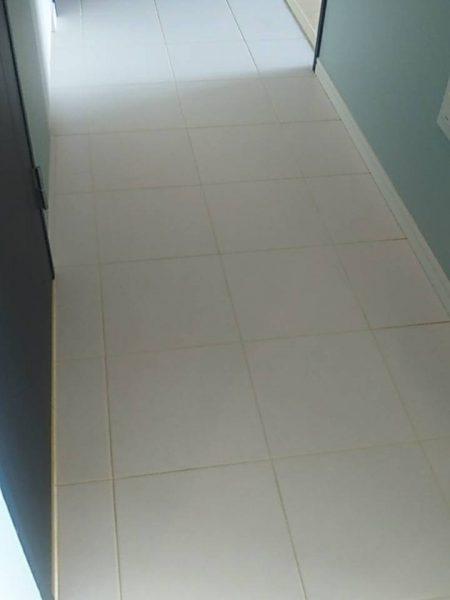 江東区東雲のマンションのクロス・床張替え工事をさせていただきました。