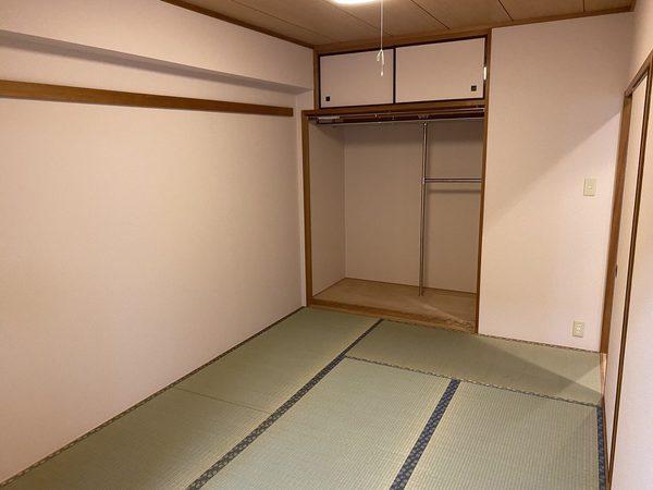 市川市のマンションで天井壁・床張替えをさせていただきました。